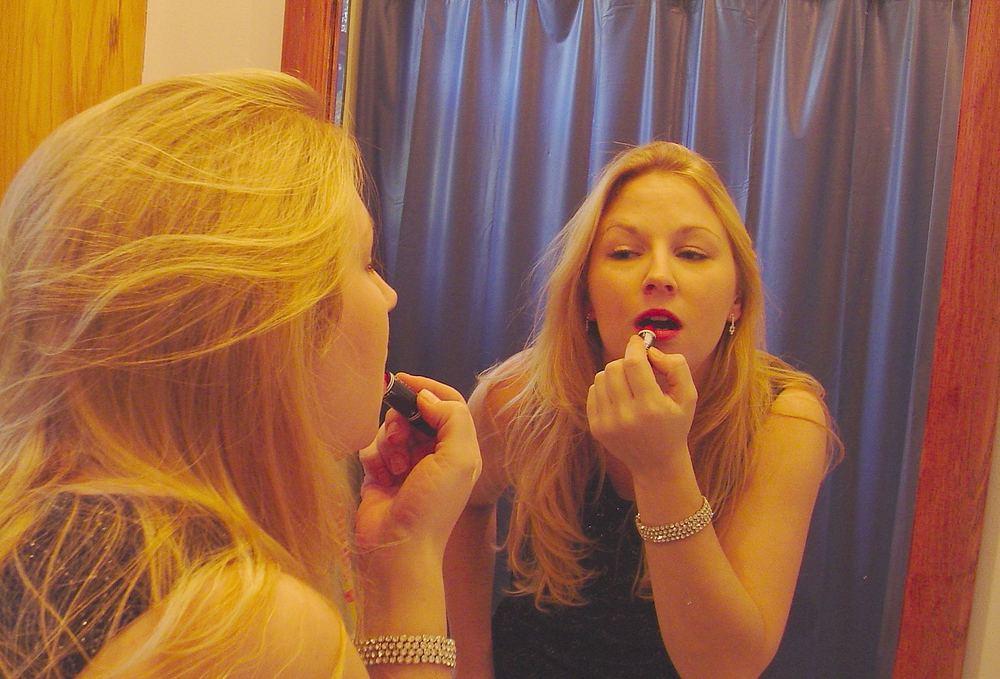 Догляд за губами: маски і вправи