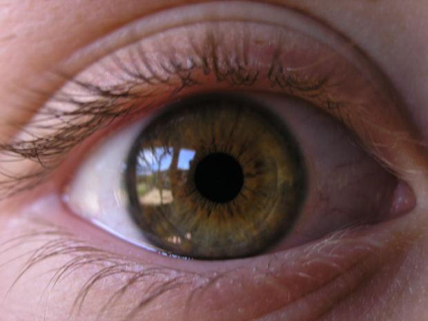 Як правильно доглядати за шкірою навколо очей після 30 років