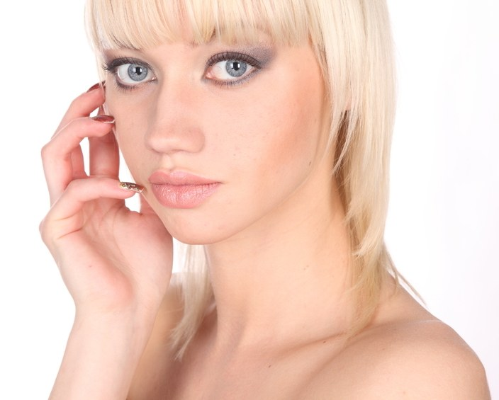 Як правильно вибрати крем навколо очей