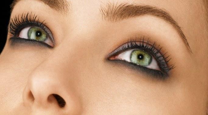 Як зберегти красу шкіри навколо очей
