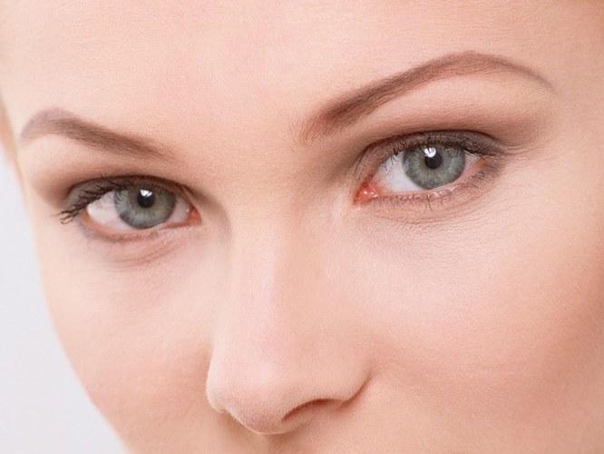 Маски проти гусячих лапок навколо очей