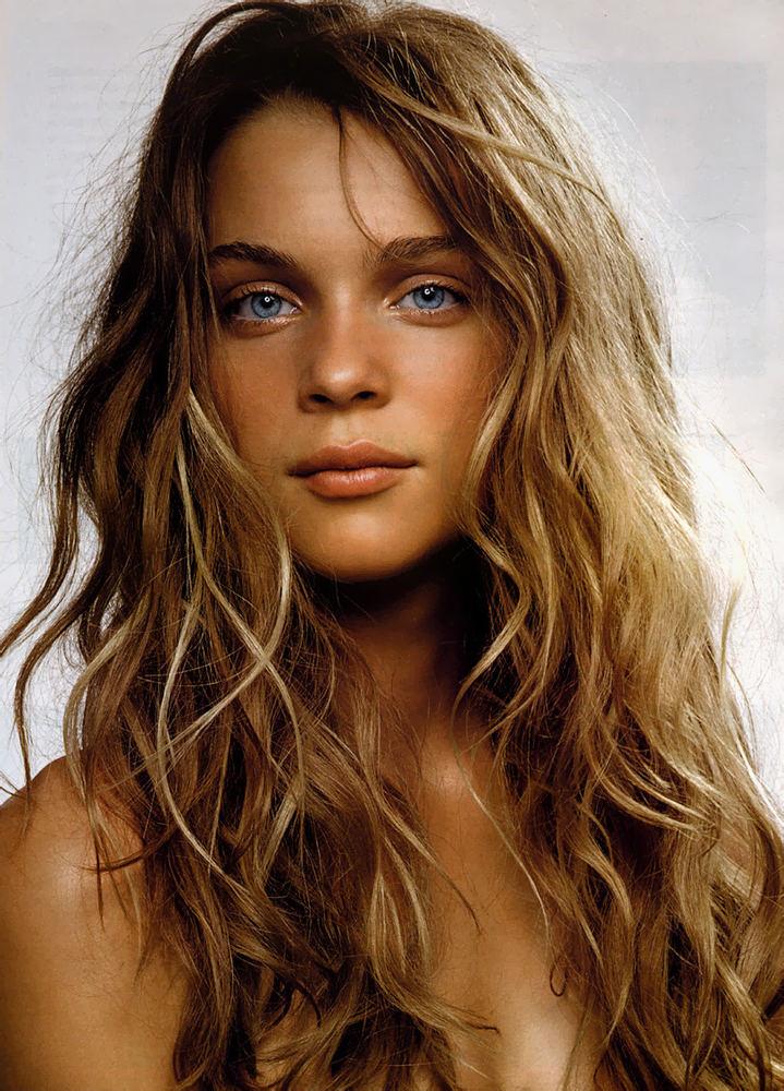 Модні зачіски: тенденції 2011-2012