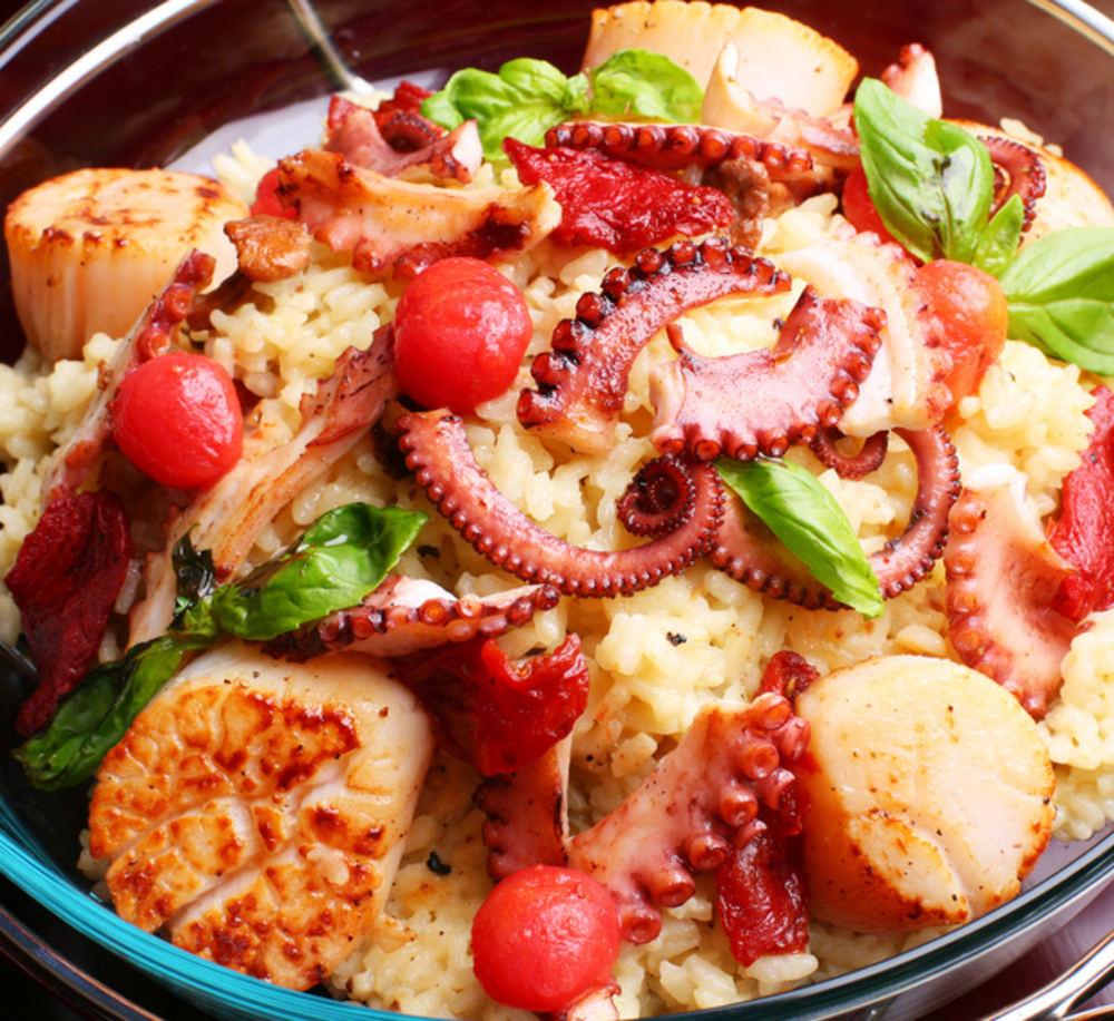 Смачний салат з морепродуктів