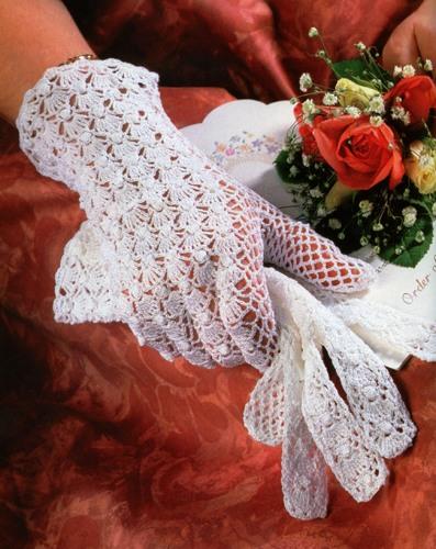 З чим і куди носити мереживні рукавички